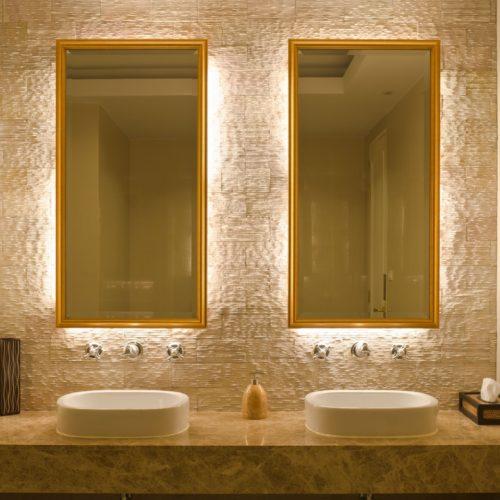 mirror-rear-lit